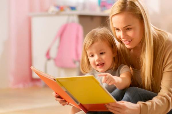 leer cuentos a los pequeños antes de dormir