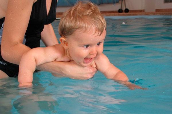 natación para bebés